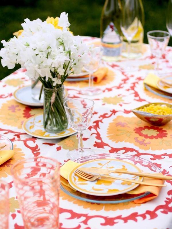 Amarillos naranjas y rojos dominan la decoración.