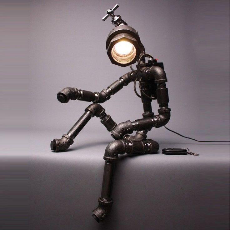 Modelo como una marioneta metálica.