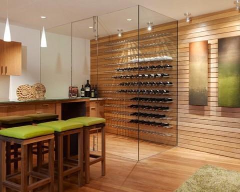 Diseño minimal  integrado en una pared de madera.