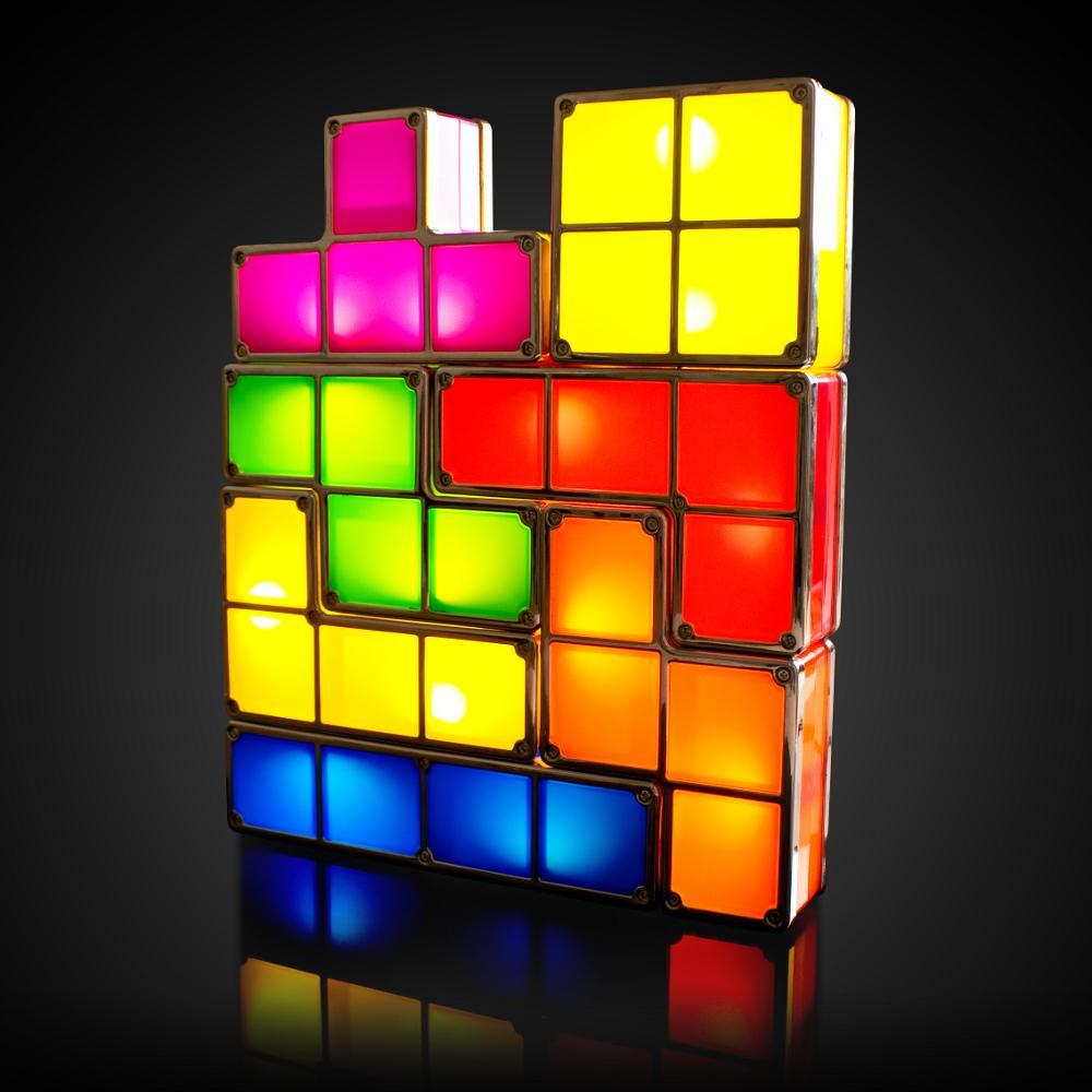 Con piezas de colores de un gran Tetris.