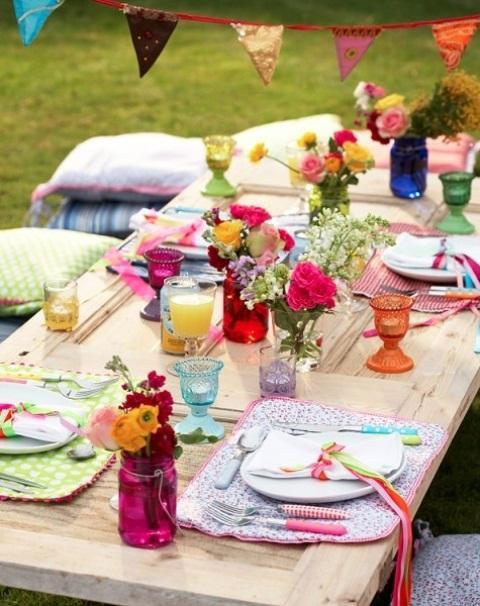 Decoración de mesa multicolor.