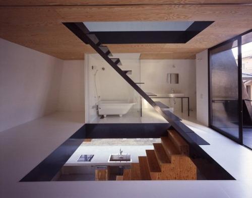Escalera en un baño, ideada por Suppose Design Office.