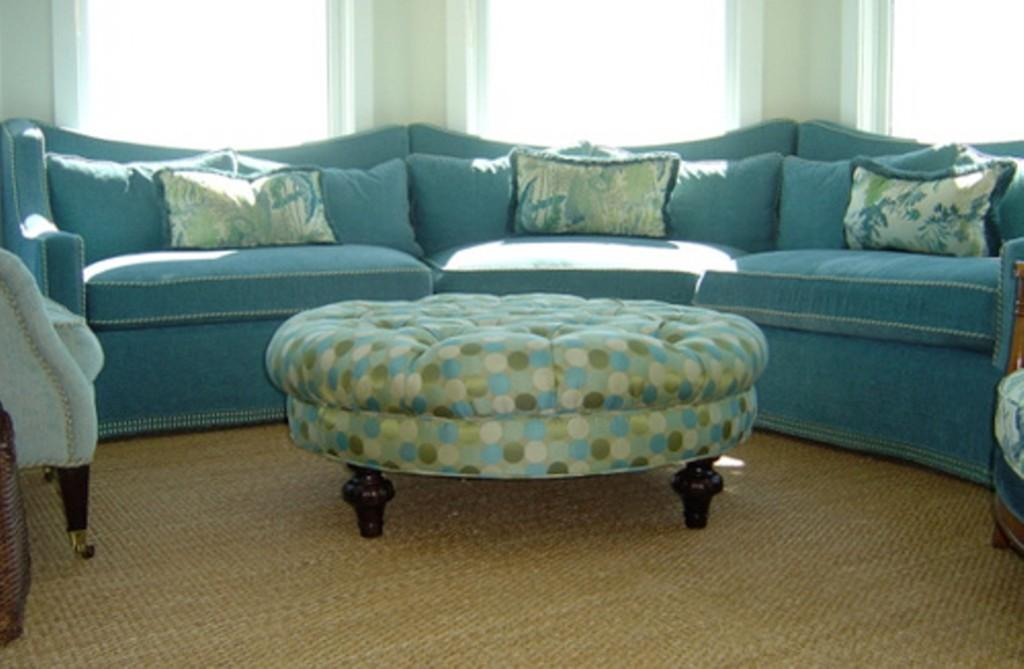 Un modelo clásico tapizado con un divertido tejido de lunares.