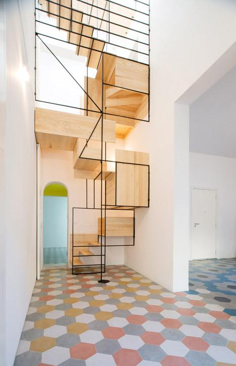 Un cubista diseño en madera y metal de Francesco Librizzi.