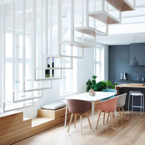Escalera suspendida diseñada por el London Studio Haptic.