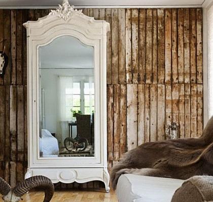 Armario blanco de un cuerpo, con puerta de espejo.