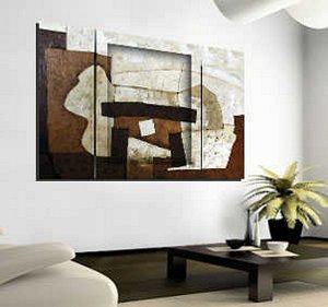 Un cuadro triplico  en tonos marrones.