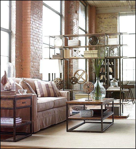 Un loft con un espacio decorativo de marcado estilo industrial.