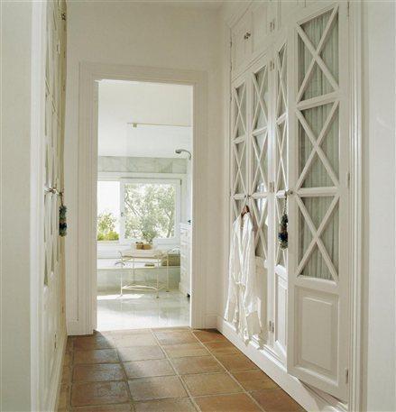 Aprovechar los pasillos con armarios - Armarios empotrados para entradas ...