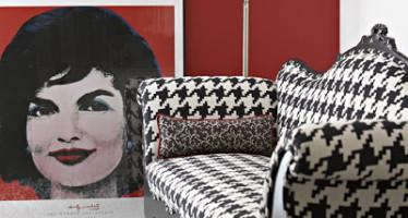 sofá-pata-gallo-blanco-y-negro-foto-tobin-bennett-via-desiretoinspire