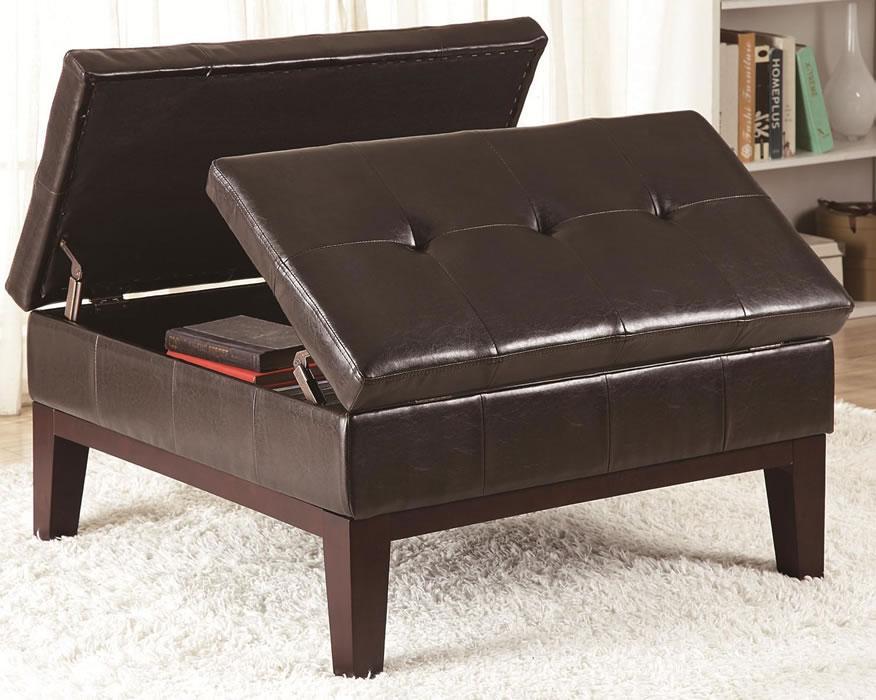 Tapizado en piel marrón oscuro, este moderno diseño.