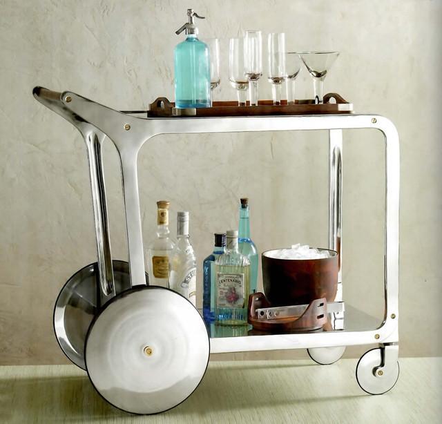 Modelo Circa bar, de aluminio, acero, latón y madera.