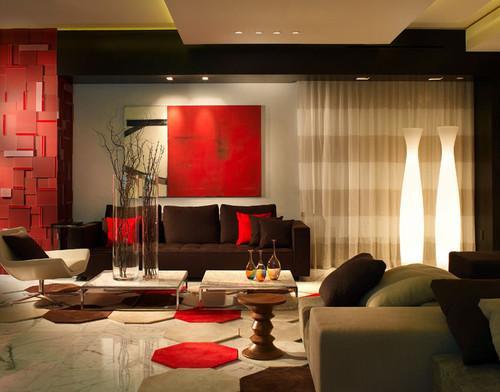 Obras de arte alfombras y una pared de este intenso color.