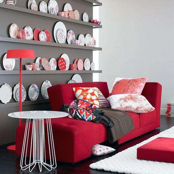 Una interesante decoración que combina grises, blancos y rojos.