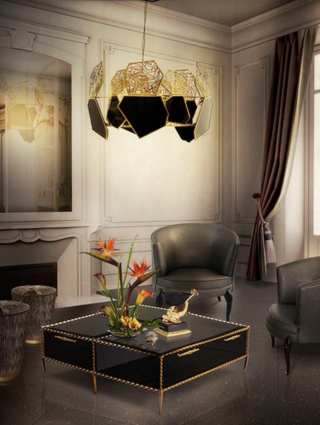 La lámpara Hypnotic Chandelier y las sillas Delice Chairs, de la firma Koket.