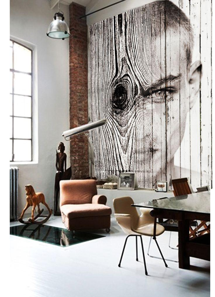 Una gran fotografía de Antonio Mora, domina la estancia.