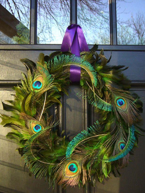 Este  modelo esta realizado, con coloridas y vistosas plumas de aves.