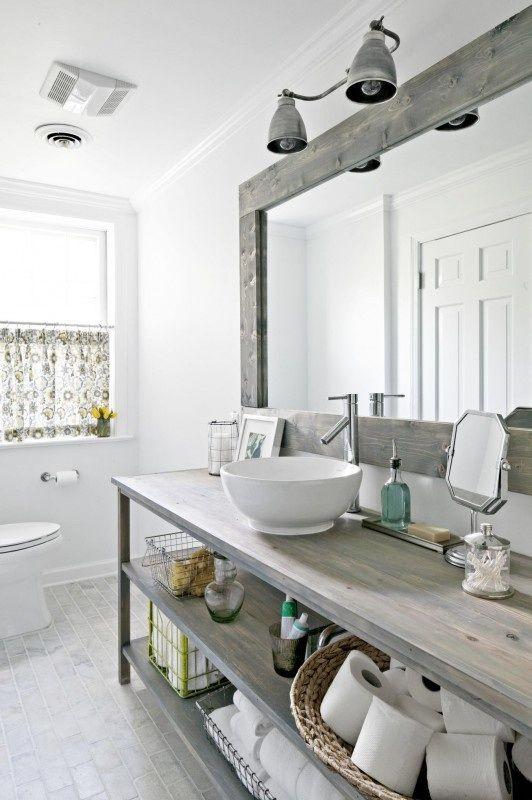 Mueble realizado con maderas reutilizadas, para el cuarto de baño.