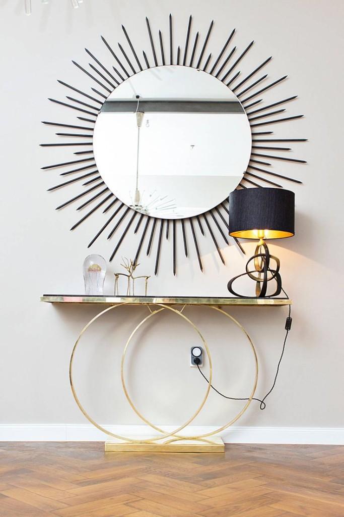 Un diseño atribuido a Pierre Cardin, es esta pieza denominada Brass Console Table.