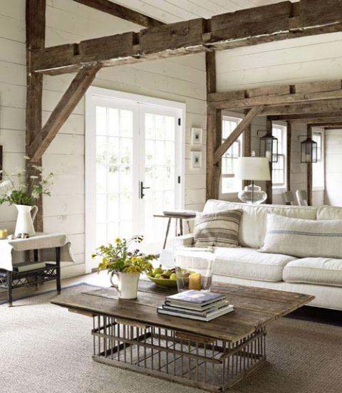 una casa de campo con estructura rstica y muebles de estilo moderno