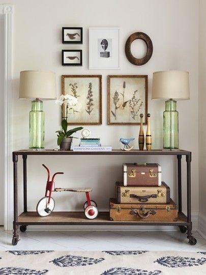 Un conseguido ambiente vintage, con este mueble de estilo industrial.