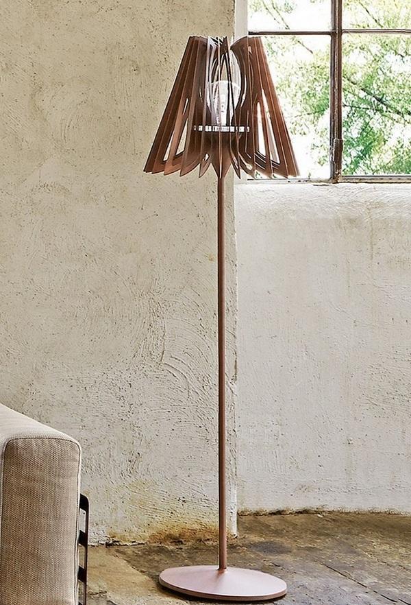 Un interesante diseño de lámpara de pie, con este rústico material.