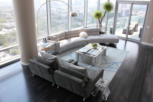 Estilo minimal en la decoración de salón de este moderno apartamento.