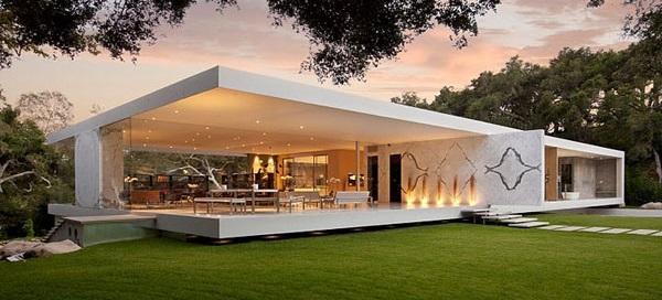 Casi una casa de cristal, parece este moderno diseño de vivienda.