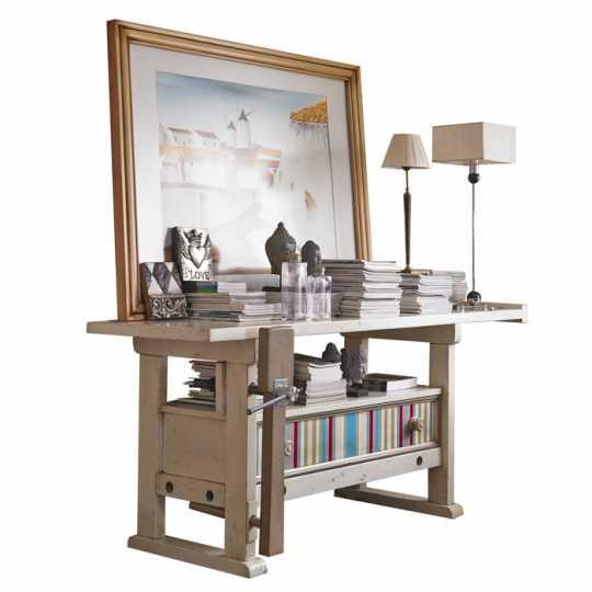 La consola Carpenter es un diseño industrial, de la firma Lola Glamour.