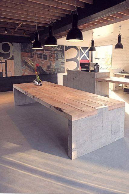 Una sólida mesa de comedor, construida con estos materiales.