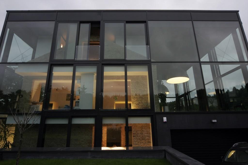 Este original diseño con forma de cubo, con una vivienda en su interior.