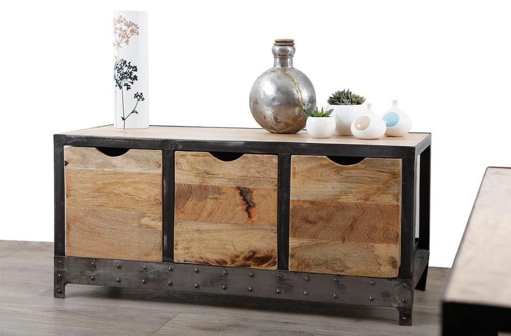 Una cajonera de estilo industrial, con madera recuperada y metal.