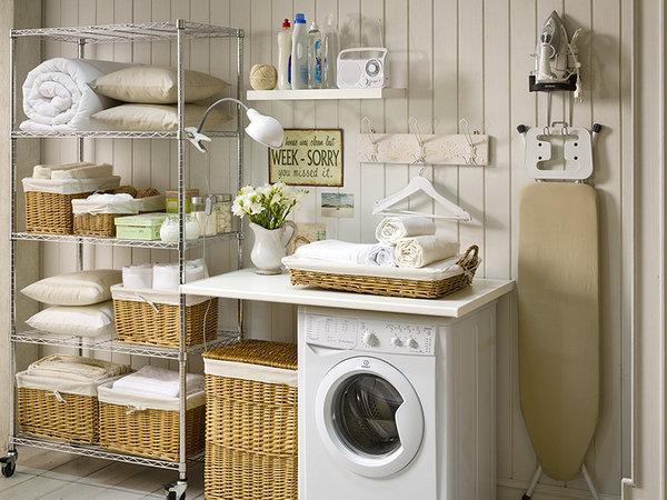 Un rincón que se dedicó para el uso de lavandería, donde se maximizó el espacio.