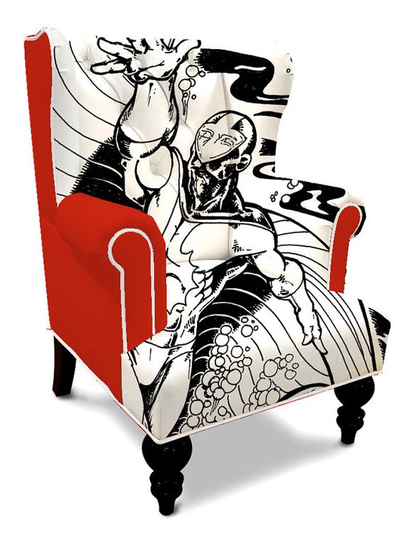Un sillón orejero, que combina un estampado de cómic con otro liso.