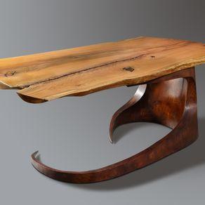 Una original combinación, de madera y acero cor-ten en esta mesa.