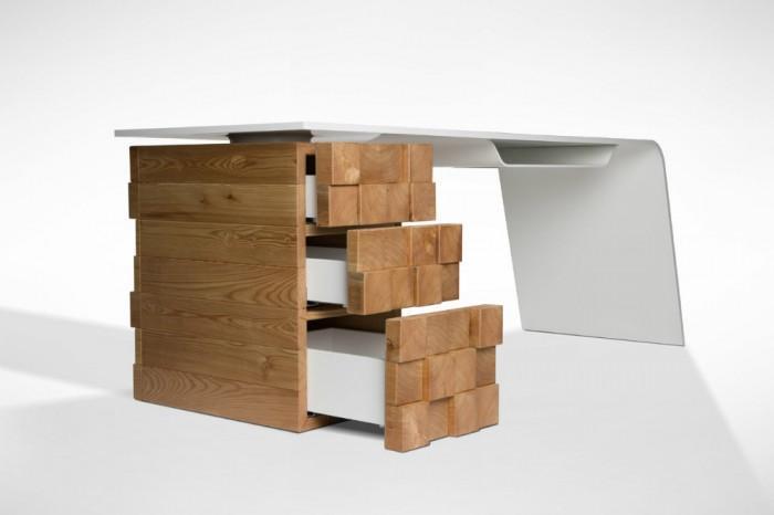 Desnahemisfera Studio,diseñó este original escritorio llamado Katedra.