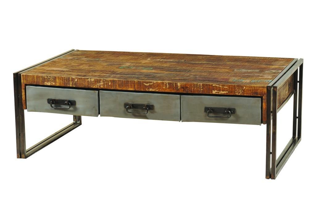 Con patas y tres cajones de metal, combinado con un sobre de rústica madera.