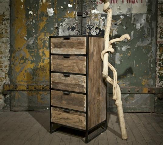 Diseño contemporáneo con materiales reciclados, de un sinfonier.