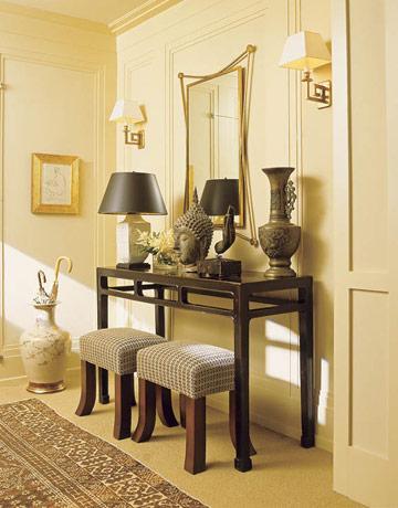 Una mezcla de estilos asiáticos, en este elegante y luminoso recibidor.