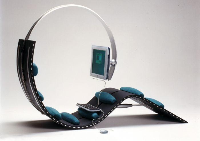 Surf chair es un escritorio de estilo futurista diseñado por Kenneth Lylover.