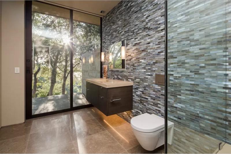 Otro de los numerosos baños, todos ellos decorados en el mismo estilo.
