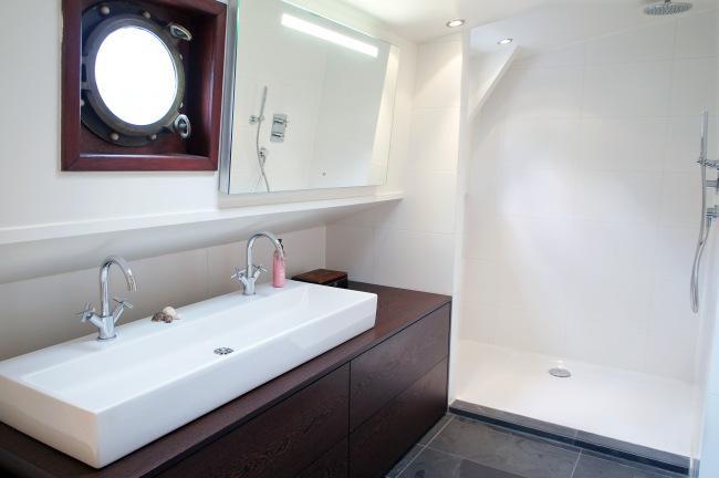 SONY DSCUn cuarto de baño, que cuenta con bañera y zona de ducha.