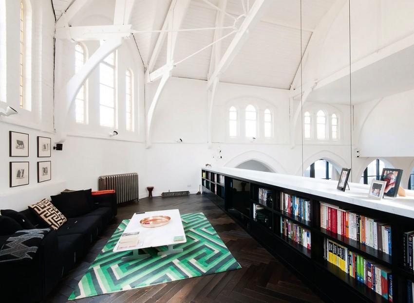 Imagen de la estructura que conforma el techo, de la antigua iglesia.