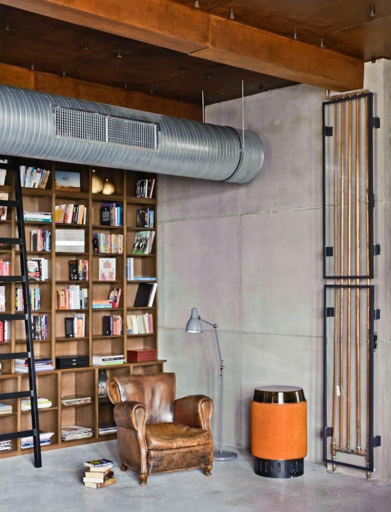 Zona de lectura con un original radiador enmarcado, como si de una obra de arte se tratase.