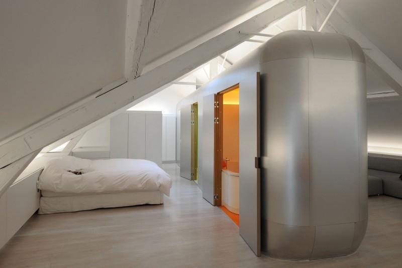 El dormitorio, continua con esa línea minimalista tan depurada.