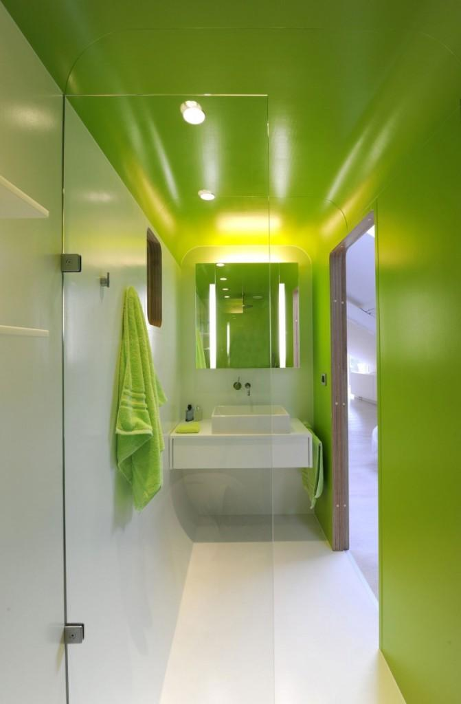 Imagen del interior del cuarto de baño, en tono verde.