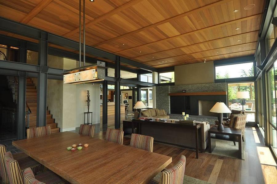 La zona del salón y el comedor, donde destacan el gris del metal y el tono cálido de la madera.