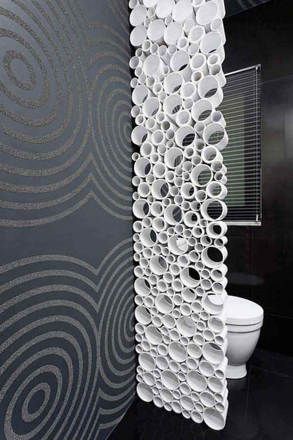 Con pequeñas piezas cortadas de tubos de PVC se fabricó, este separador de ambientes.