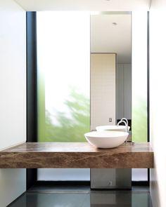 Simplicidad y belleza en un diseño alargado, muy estético.