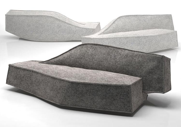 Un moderno modelo de sofá que parece estar inflado.